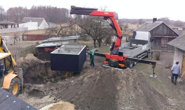 Usadenie betónového septiku do výkopu