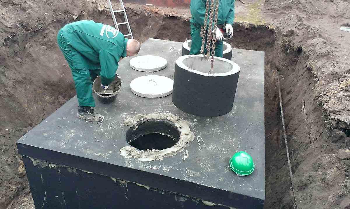 Usadenie betónového septiku - montáž vstupného komína
