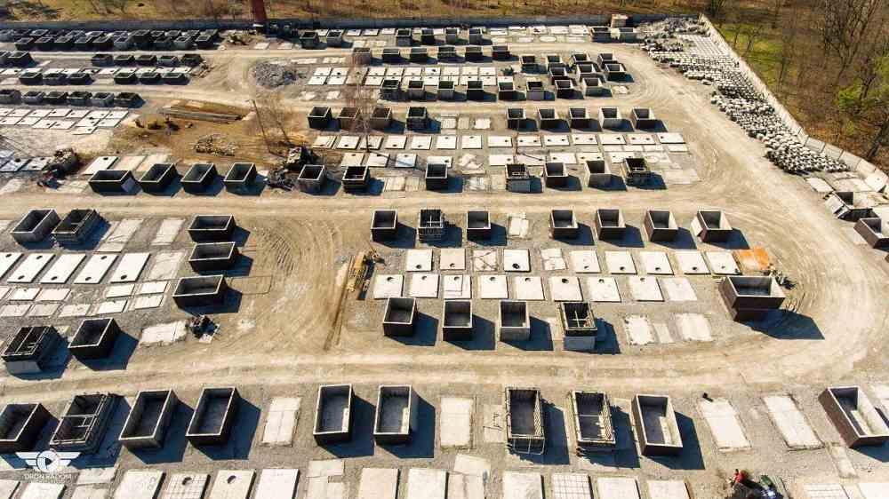 Letecký pohľad na výrobu betónových nádrží